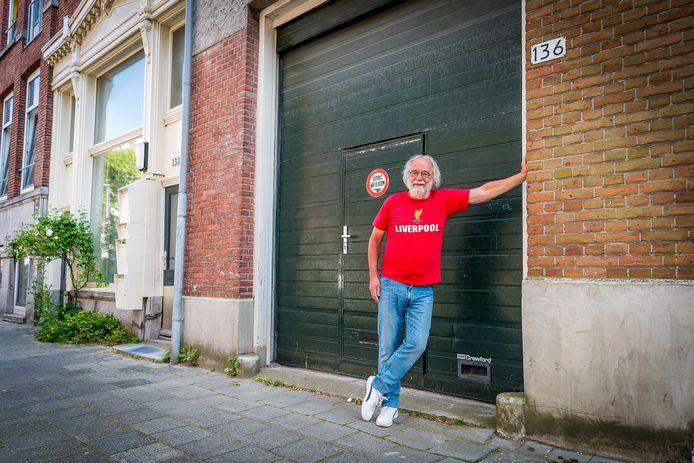 Rob Grauwmeijer baalt van het plan voor een hostel naast zijn woning in de Eendrachtsstraat.