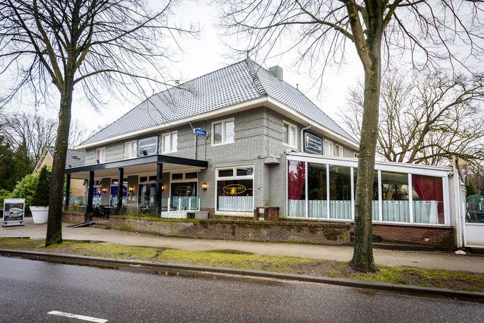 Het Stationskoffiehuis in Waalre is dit jaar alweer 153 jaar oud. De grond achter de brasserie krijgt een nieuwe bestemming.