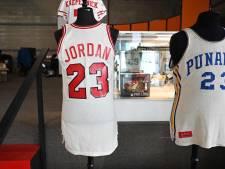 Vente aux enchères record pour des maillots de Michael Jordan et Barack Obama