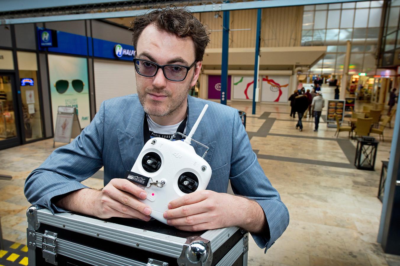 Paul Giezen heeft alleen nog de afstandsbediening van zijn drone.
