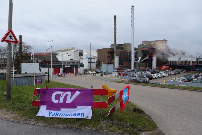 Glasfabriek O-I aan de Lingedijk in Leerdam.