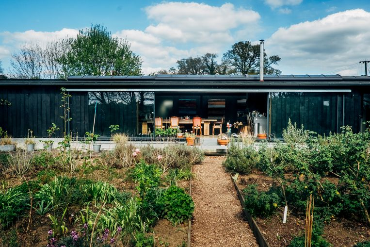 Hun huis in Zuid-Engeland. Beeld Stefaan Temmerman