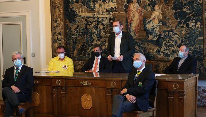 De verschillende verantwoordelijken van de Sint-Hermesommegang gaven afgelopen woensdag nog uitleg over de editie 2021. Burgemeester Dupont looft de samenhorigheid die ook rond het Unesco-dossier is ontstaan.
