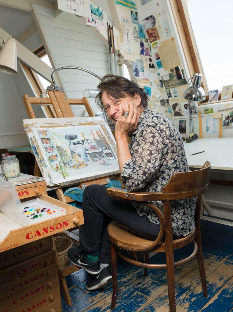 Charlotte Dematons: 'Op mijn favoriete pagina zit een nijlpaard in een nest met een nachtpon aan haar nagels Napels-geel te lakken.' Beeld Ivo van der Bent