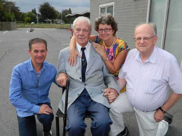 Julien Van den Driessche in 2016 met zijn dochter Ann, en naast hem Mario Lampaert (uiterst links) en Freddy Pille.