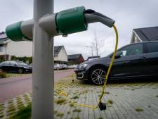 'Auto opladen aan lantaarnpaal ook oplossing in Zwolle'