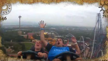 """""""Ik heb 'm!"""" Het ongelofelijke moment waarop man op rollercoaster vliegende telefoon kan vangen"""