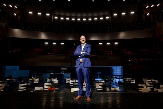 Directeur Raoul Boer van schouwburg Hengelo rekent erop dat na de zomer geen beperkingen meer gelden voor een avondje uit naar het theater.