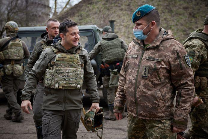 De Oekraïense president Volodymyr Zelenskiy bezocht vandaag zijn troepen in het Donetskbekken nabij de frontlijn met de pro-Russische gebieden Donetsk en Loehansk.