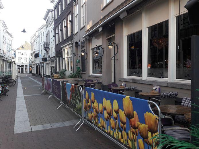 In de Kolperstraat in Den Bosch vond een vechtpartij plaats na ruzie in café De Druif.