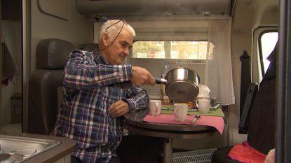 In plaats van trip naar Frankrijk: deze opa kampeert twee weken met de mobilhome aan schoolpoort voor kleindochter