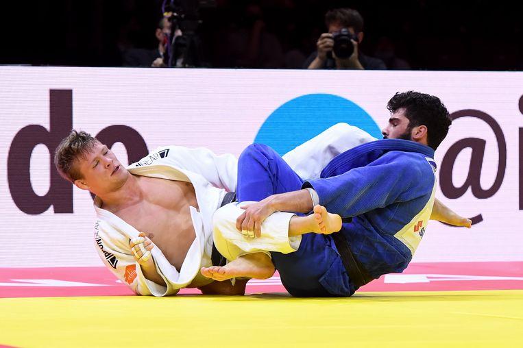 Matthias Casse in gevecht met zijn grote rivaal Tato Grigalasjvili. Beeld Photo News