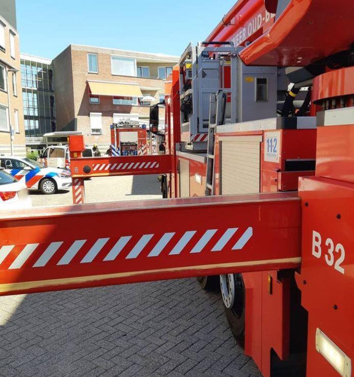 De brandweer op het Vierwiekenplein in Oud-Beijerland.