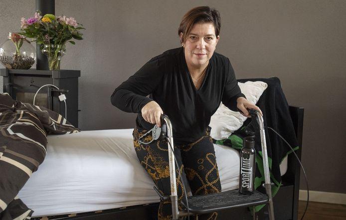 Ilse Tijdhof heeft met corona in het ziekenhuis gelegen. Zo lag ze zelfs enkele dagen op de ic. Sinds zaterdag is ze thuis en ligt ze voornamelijk in haar bed in de woonkamer te herstellen van het virus.