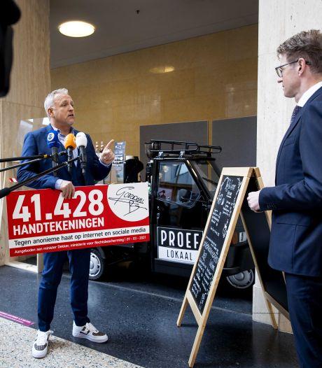 Gordon biedt petitie tegen online haat aan bij minister Dekker