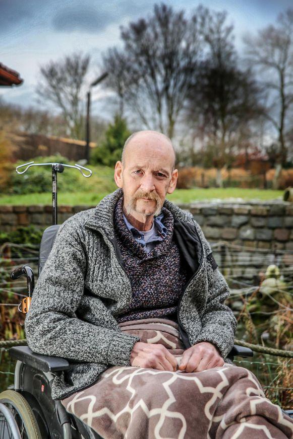 Het been van Hans werd geamputeerd na het arbeidsongeval een jaar geleden. Sindsdien zit hij in een rolstoel.
