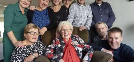 100-jarige 'power woman' uit Oldenzaal kookt nog altijd haar eigen potje