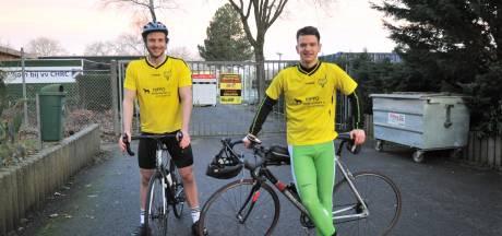 Niet voetballen, dan maar fietsen. Spelers van Redichem maken 230 km lange tocht langs alle tegenstanders