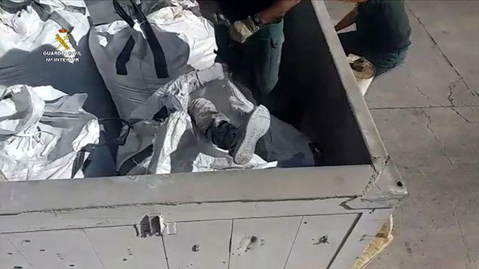 Deze man verstopte zich in een afgesloten zak met as uit een verbrandingsoven.