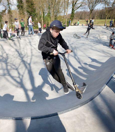Splinternieuwe skatepark Haagse Beemden rolt als een dolle: 'Jong en oud kan zichzelf hier uitdagen'