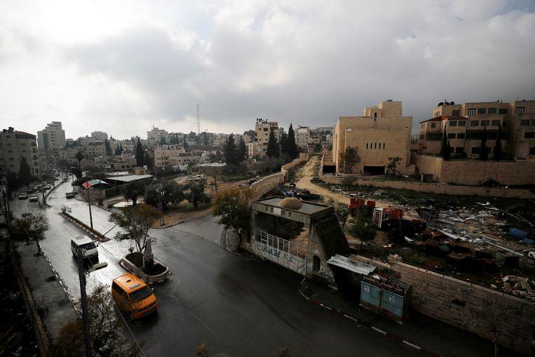 Een verlaten Palestijns parlementsgebouw in Abu Dis. Beeld REUTERS