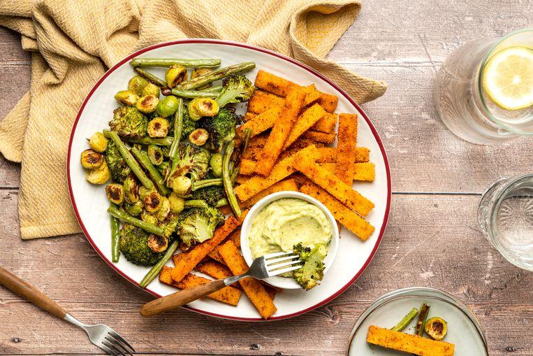 Polentafriet met gegrilde groenten en guacamole. Beeld
