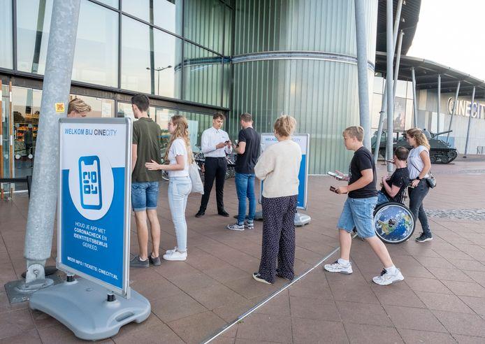 Bij CineCity in Vlissingen ontkomt de bezoekers niet aan een controle