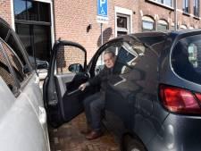 Gehandicapte Lourens (79) is het zat: zijn parkeerplek wordt steeds ingepikt door 'foutparkeerders'