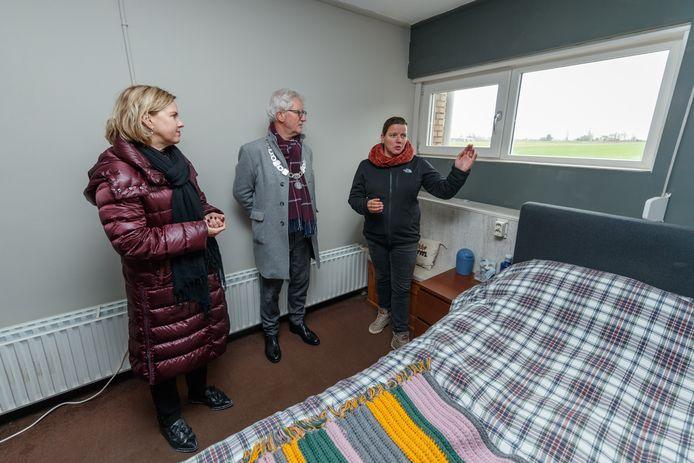 Minister Cora van Nieuwenhuizen bracht op 3 februari een bezoek aan Helwijk en Heijningen om zelf de geluidsoverlast van de A4/A29 te ervaren waar bewoners dagelijks tot in de slaapkamer overlast van ondervinden.