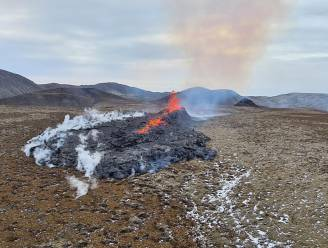 Nieuwe scheur in IJslandse aardkorst nabij vulkaan zorgt opnieuw voor spectaculaire beelden
