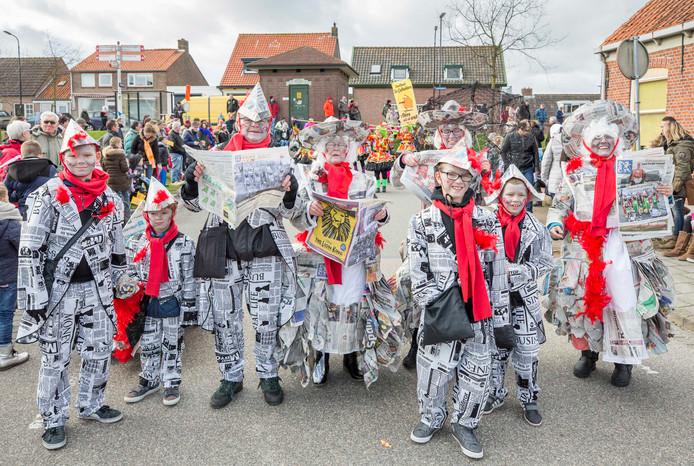 Paerehat ('s-Heerenhoek) viert carnaval. De Hapsnurkers: 'We stae in de krante'