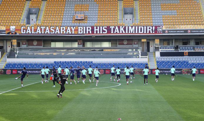 PSV trainde dinsdagavond in het stadion van Basaksehir Istanbul, waar de