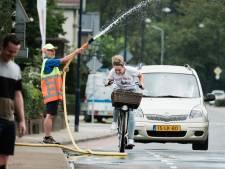Fijne verfrissing voor fietsers op 'tropische' Terborgse brug