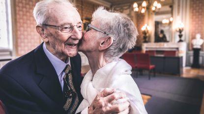 VIDEO: Nooit te laat om te trouwen: Paul (102) stapt in huwelijksbootje met Odette (77)