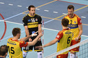 Sjoerd Hoogendoorn, Mats Kruiswijk (16), Nico Manenschijn, Jeroen Rauwerdink vieren een punt voor Dynamo.