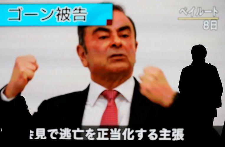 Carlos Ghosn op televisie tijdens een persmoment in Libanon. Hij zou Japan met een privéjet zijn ontvlucht nadat hij zich in een koffer voor apparatuur had verstopt.
