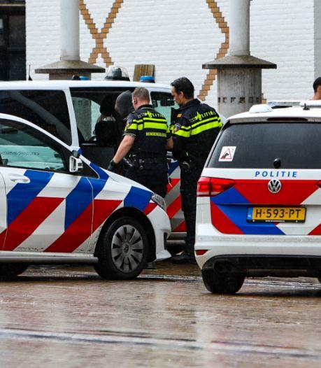 Achtervolging in binnenstad Apeldoorn nadat man horloge van pols oudere man rukt