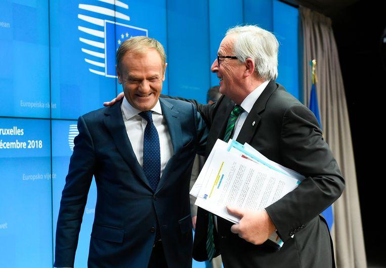 President van de Europese CommissieJean Claude Juncker en president van de Europese Raad Donald Tusk wijzen erop dat de veerkracht van de euro met het oog op toekomstige crisissen moet versterkt worden.  Beeld AFP