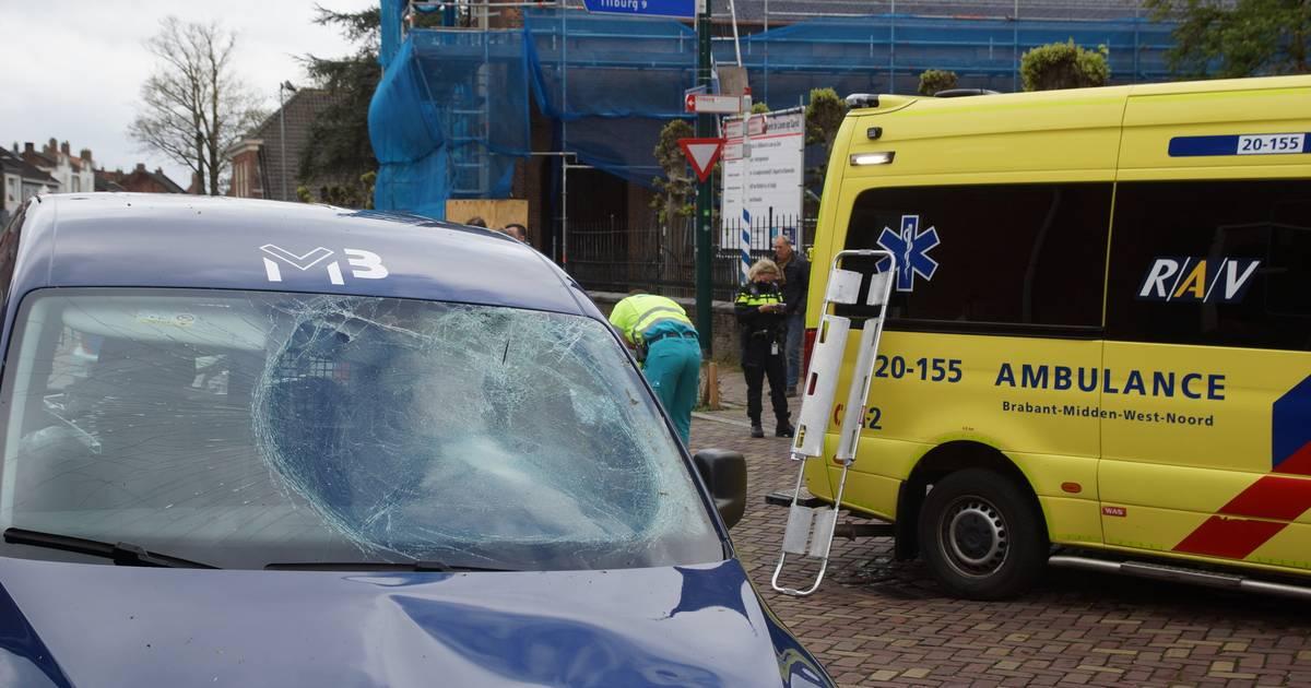 Fietser zwaargewond naar het ziekenhuis na botsing met auto in Loon op Zand.