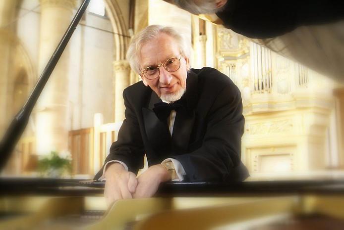 Sander van Marion viert zijn 60-jarig jubileum als musicus onder meer in Elburg.