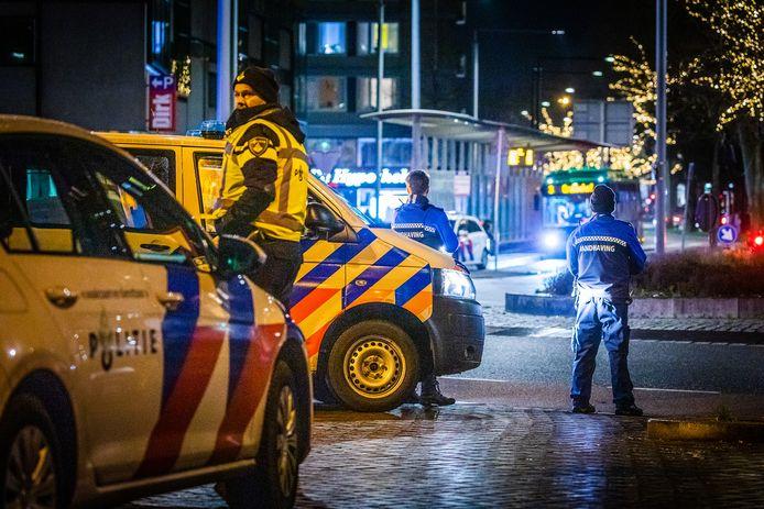 De politie in Dordrecht houdt regelmatig met de boa's een oogje in het zeil.
