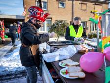 Carnavaleske ontbijtservice valt in de smaak in Budel-Dorplein