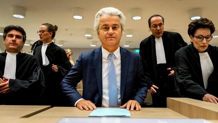 Geert Wilders in de rechtbank op Schiphol in de zaak rond de minder Marokkanen-uitspraken van de PVV-leider Beeld anp
