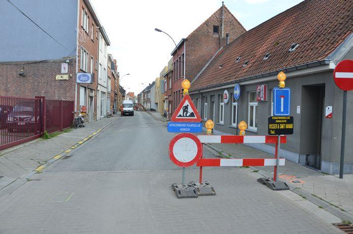 De Brugstraat is tijdelijk ook bereikbaar via het Zand tijdens de werken.