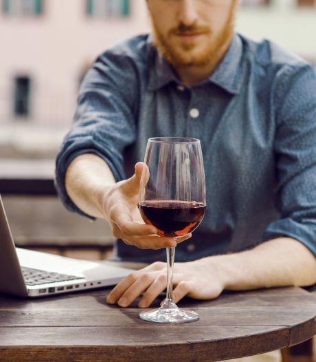 Borrelen en wijn proeven achter je laptop: waarschijnlijk een blijvertje na de crisis