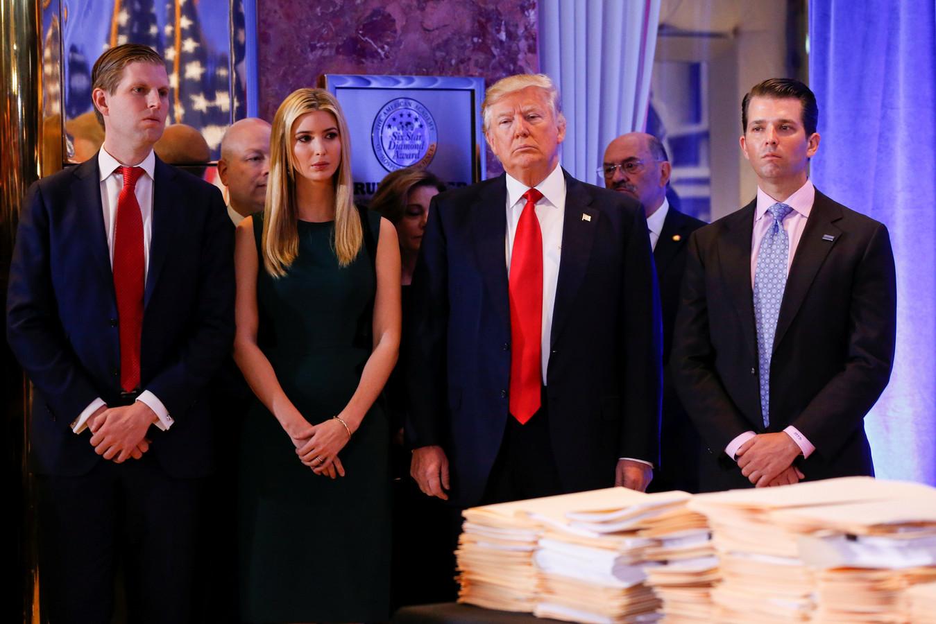 President Donald Trump met zijn kinderen Eric (links), Ivanka en Donald Jr.
