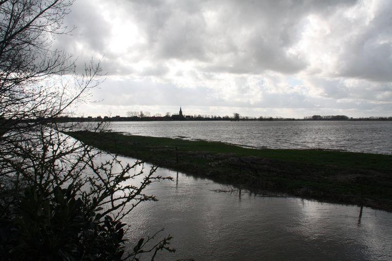 De graslanden zijn helemaal onder water gelopen vlakbij de Driegrachten