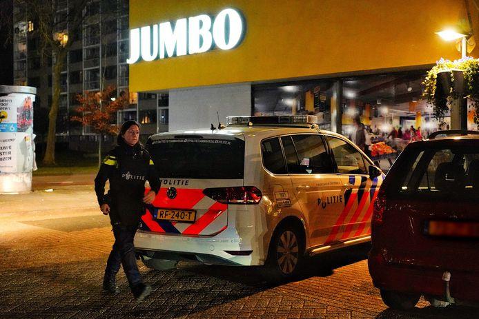 Gewapende overval op Jumbo in Oosterhout. Politie zoekt naar de dader.