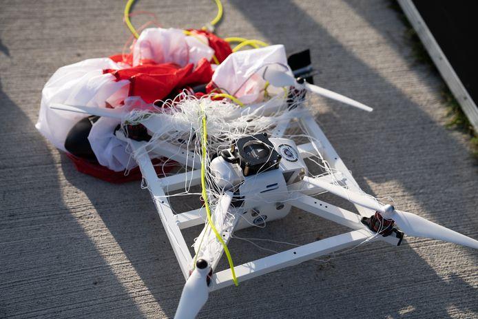 Het doelwit is onschadelijk gemaakte door de anti-drone launcher.