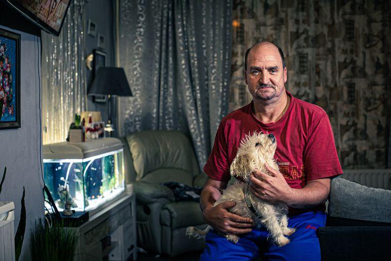 Jurgen Vonck gaat tandeloos door het leven. 'Ik zou niet weten waar ik het geld moet halen voor nieuwe tanden.'  Beeld Bas Bogaerts